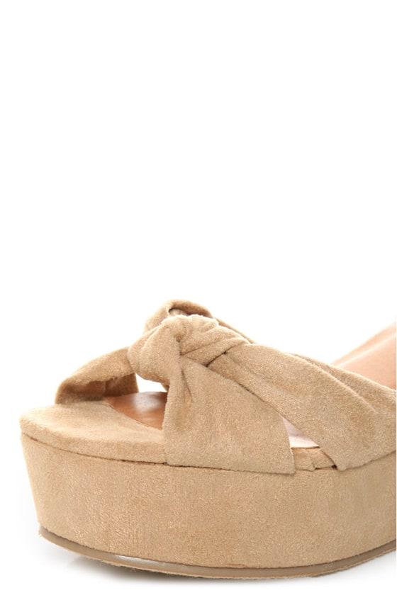 Diva Lounge Manning 01 Natural Venus Suede Flat Platform Sandals at Lulus.com!