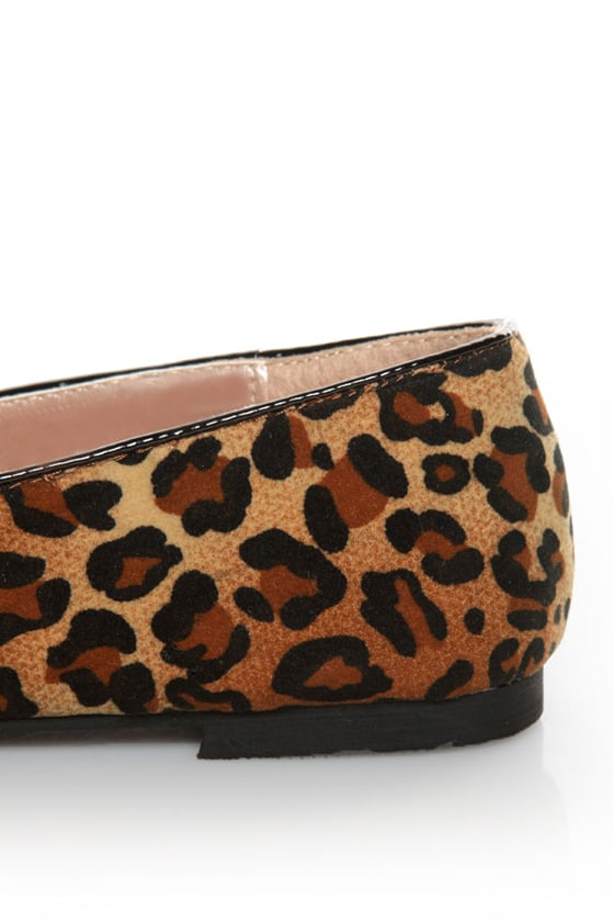 Yoki Frida Leopard Print Tassel Smoking Slipper Flats at Lulus.com!
